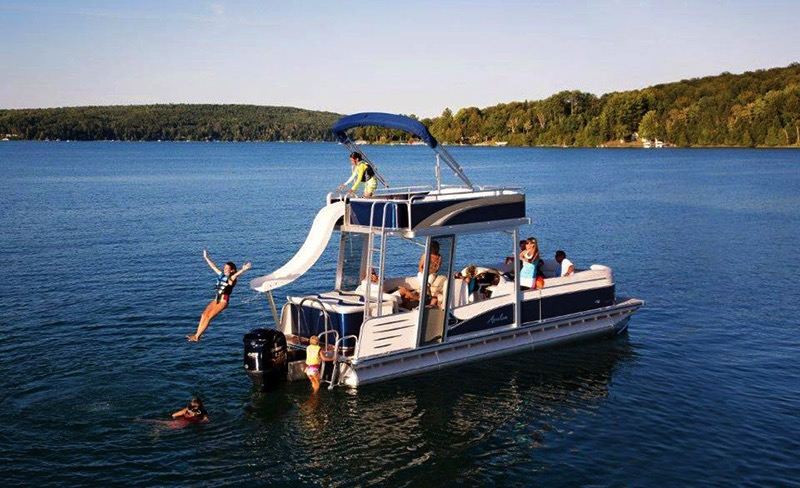 26' Avalon Funseeker Double Decker